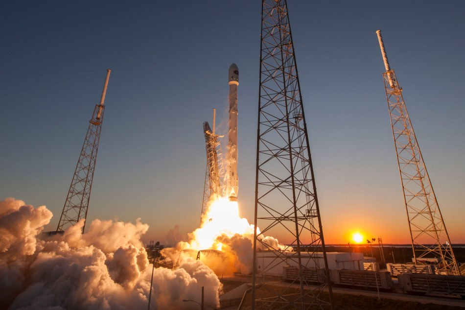 Launch_of_Falcon_9_carrying_DSCOVR_(16512864369)